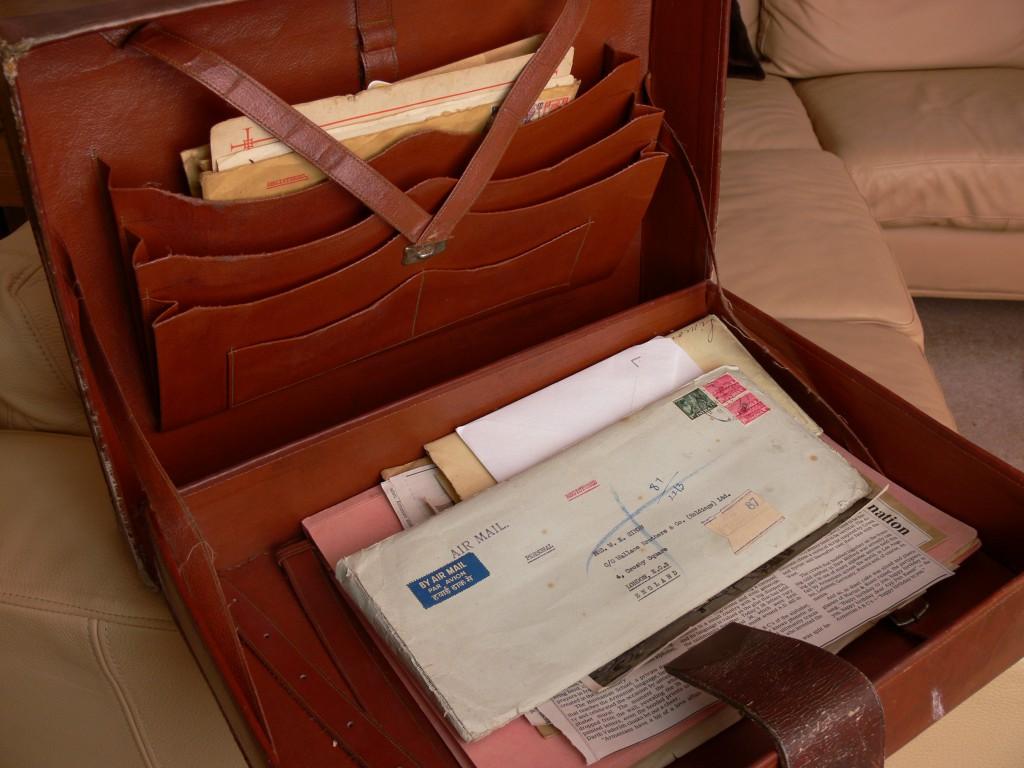 3 leathercase open